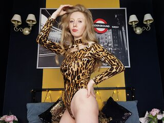 LunaAmerald shows sex videos